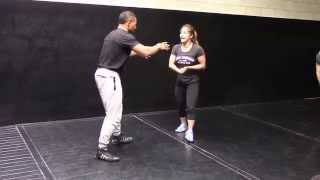 In this video Miyuu demonstrates how she circles her opponent and c...