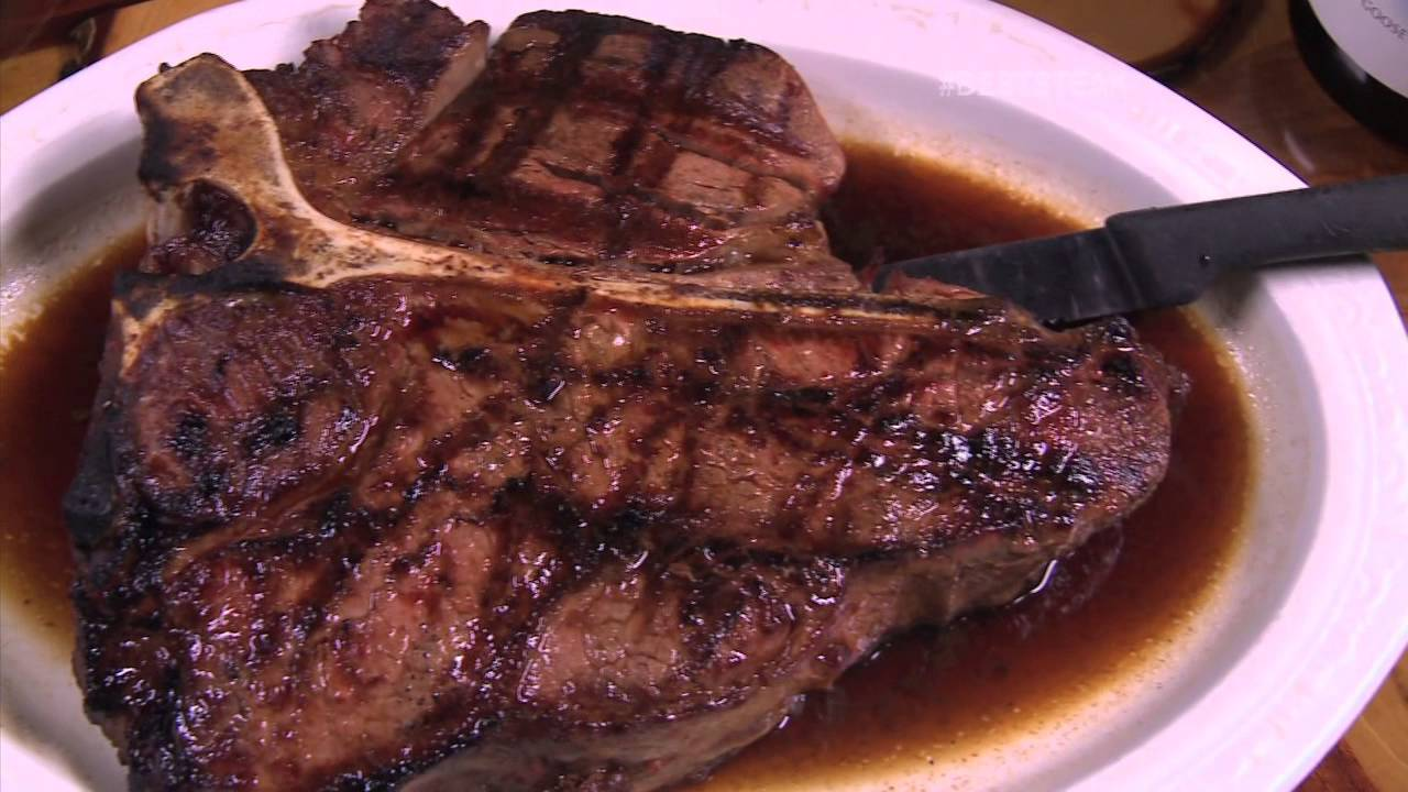 Chicago 39 s best steak 2 tom 39 s steak house youtube for S kitchen steak house