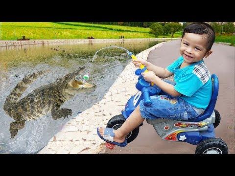 Đồ chơi trẻ em bé pin câu cá sấu  ❤ PinPin TV ❤ Baby fish toys crocodile fishing