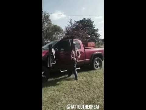 How to exit your pickup after DRAGGIN UP!!! 🤣👍😂🤙 LIKE SHARE AND FOLLOW !!