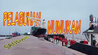 Download Proses sandar kapal Kargo di Pelabuhan Nunukan