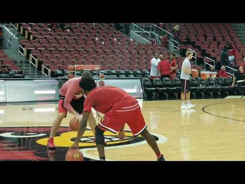 Louisville assistant Greg Paulus working with freshman Darius Perry 10.27.17