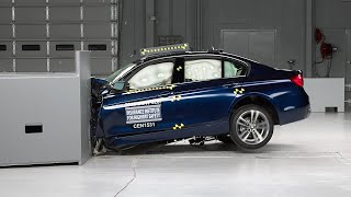2016 BMW 3 series driver-side small overlap IIHS crash test
