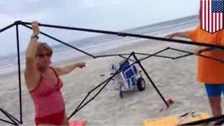 Видео, в котором две женщины пытаются украсть пляжный навес, стало вирусным(Видео, в котором две женщины пытаются украсть пляжный навес, стало вирусным Мужчина, поймавший двух женщи..., 2014-07-10T17:29:58.000Z)