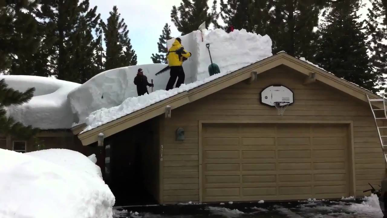 Sawing Snow Blocks Off A Roof In Tahoe City Youtube