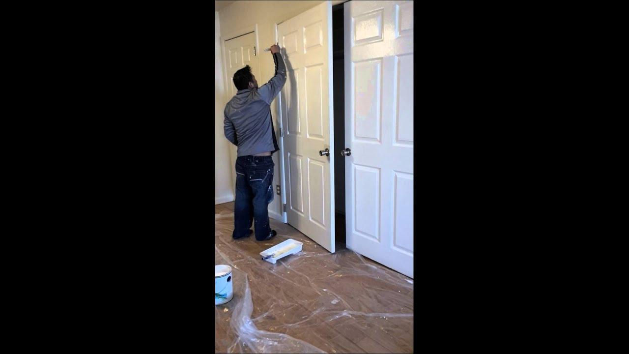 Como pintar una puerta youtube for Pintar puertas