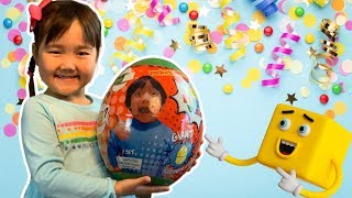 Semra gets a GIANT RYAN'S WORLD SURPRISE EGG TOY!