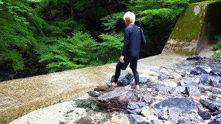 落ちたら終了。100mの断崖絶壁を降りたら「魚の楽園」だった。