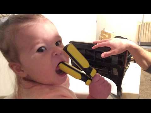 Baby Elisabeth helps fix the vacuum! Dad & Daughter Workshop Videos