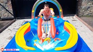 Мия и папа купаются в Детском Бассейне. Надувной Детский Игровой Центр, который не даст соскучиться!