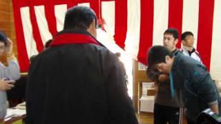 アントニオ猪木が東日本大震災の被災地を訪問。いわき市江名小学校を去る。