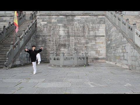 Forma 18 de Tai Chi del linaje Xuan Wu Pai de Wudang