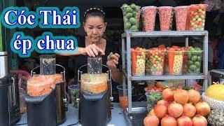 Bà chủ bán nước ép trái cây: tôi lựa và rửa từng trái, ép tại chỗ cho khách