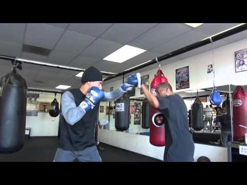 BRNDYN LYNCH working mitts with his dad/trainer Vernon Lynch EsNews Boxing