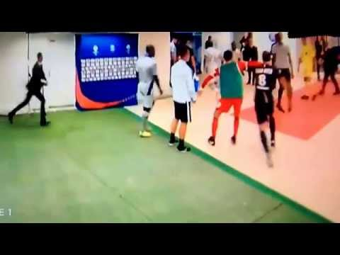 Brandao headbutts to Thiago Motta