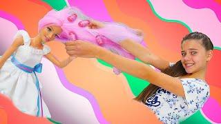 Кукла Барби собирается на день принцесс! Видео про игры в куклы для девочек. Салон красоты для кукол