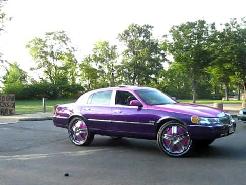 Lincoln Town Car On 28s And 72 Cutlass On 26s Youtube
