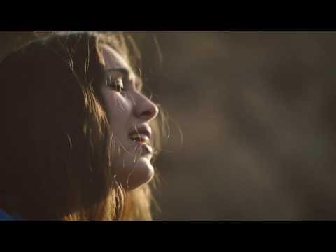 Arnau Ferrer - La dansa dels dits [LSC] (Videoclip Oficial) from YouTube · Duration:  3 minutes 38 seconds