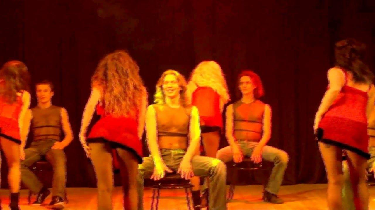 brazilskie-tantsi-devushek-dlya-sidyashih-parney-na-stule-smotret-video-onlayn