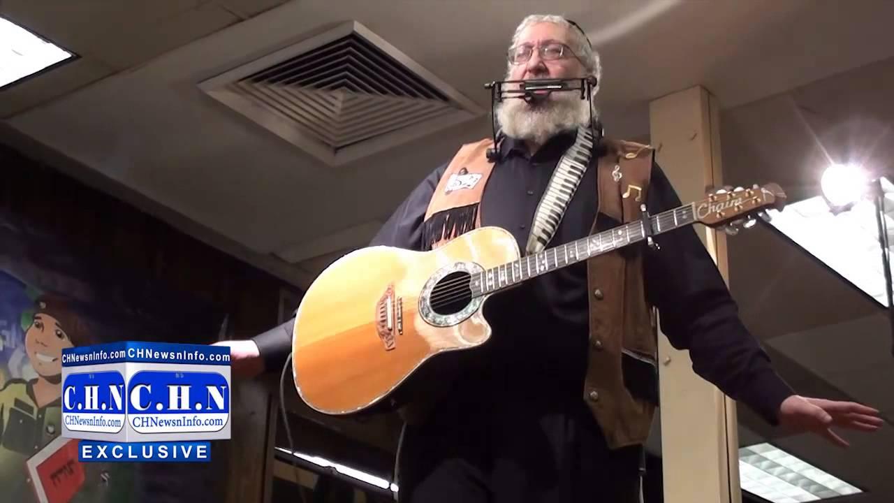 Chaim Fogelman Sings at Chanukah Rally in 770
