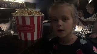 Я иду смотреть фильм в кинотеатре «Мэри Попинс»