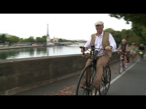 Bike enthusiasts cycle from Paris to Avignon on old style bikes