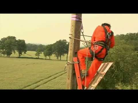 Deployment of optic fibre using the electric pylons (France)