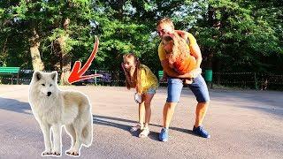 Copiii s-au INTALNIT cu LUPUL   Kids at the Zoo Garden