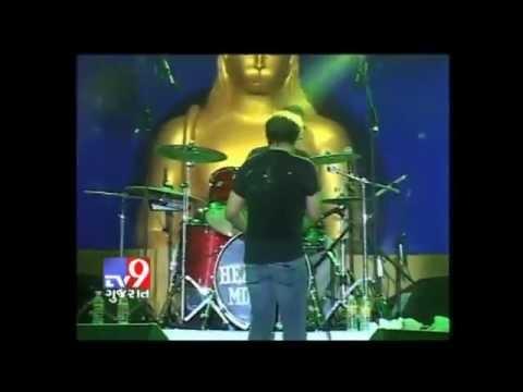 Zindagi Do Pal Ki and Ding Dong - KK Live at Nathdwara Festival