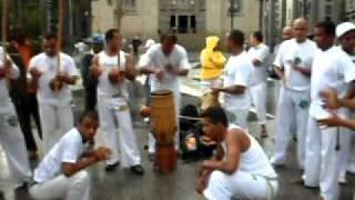 RODA GINGA ARUANDA CAPOEIRA EM FRENTE A CATEDRAL DA SÉ EM 12-02-12 VIDEO 2