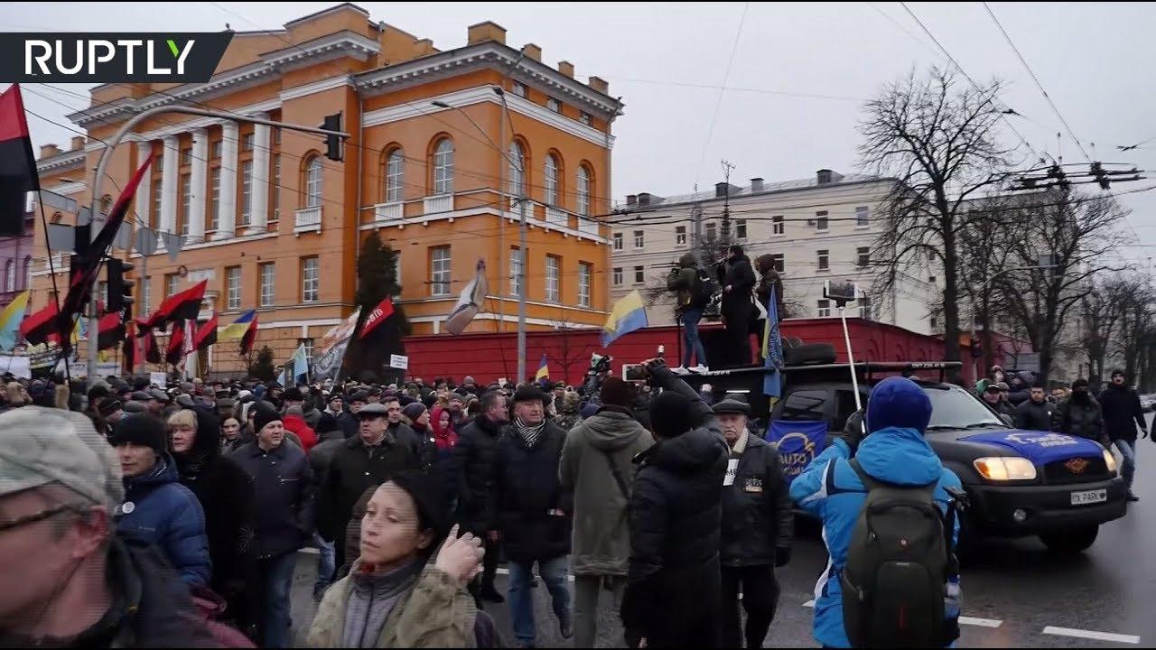 В Киеве сторонники Саакашвили вышли на марш за импичмент Порошенко