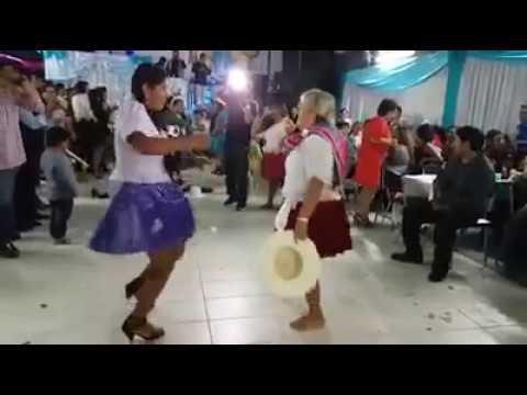 CUMBIA DE HOY - CHOLITAS BAILANDO REGUETON Y TECHNO