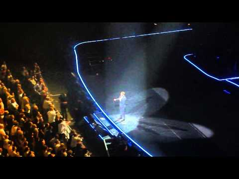 Michael Buble Indianapolis 2013 - sings Happy Birthday to 11 year old Madalyn