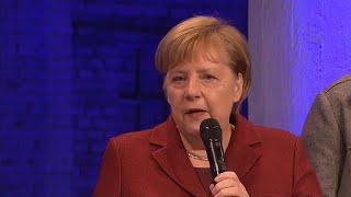"""Merkel in Chemnitz: """"Entschuldigung, wann treten Sie zurück?"""""""