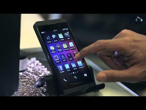 بالتفصيل الممل مراجعة BlackBerry Z10 ومقارنته بالـ iPhone 5