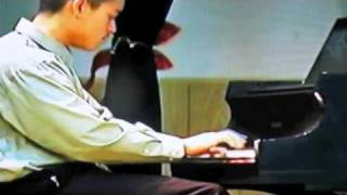 Xian Lim plays piano