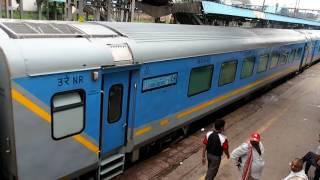 2016/07/28 【インド 最速】 ガティマンエクスプレス H. ニザムディン駅