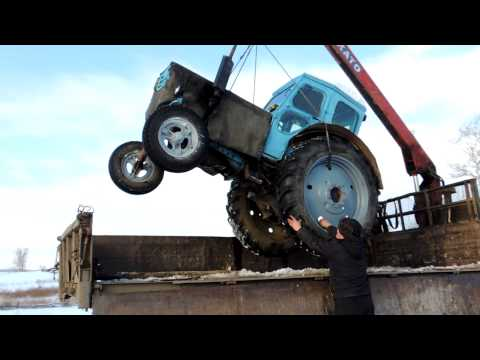 Погрузка трактора на Камаз-манипулятор