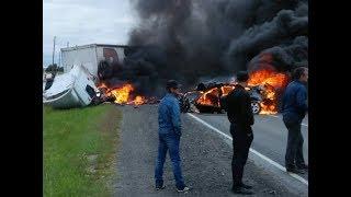 После ДТП на дороге Курган-Тюмень загорелись Ауди А6 и фура Рено Премиум
