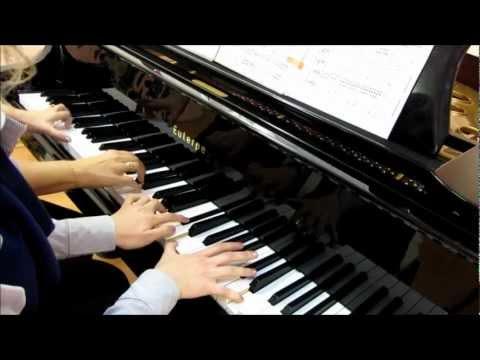 Игра на фортепиано в четыре рука. Красивая музыка