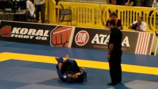 2011 世界選手権 黒・ガロ カイオ・テハ選手vs本間選手.MP4