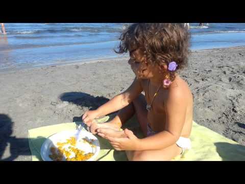 Cómo comer paella en el mar, por la nena Daniela