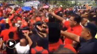 Kecoh! Penyokong Zahid 'bertembung' dengan polis