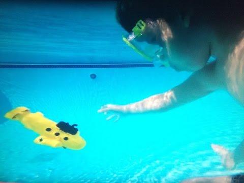 ВИДЕО ДЛЯ ДЕТЕЙ. Открываем кoробку с игрушечной подводной лодкой ;)