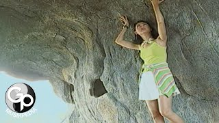 Download Nia Daniaty - Disini Aku Rindu Disana Kau Bercumbu (Official Music Video)