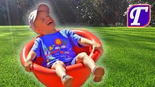 Максим на Детской Площадке в Америке + Играет в Спортивные Игры влог видео для детей entertainment