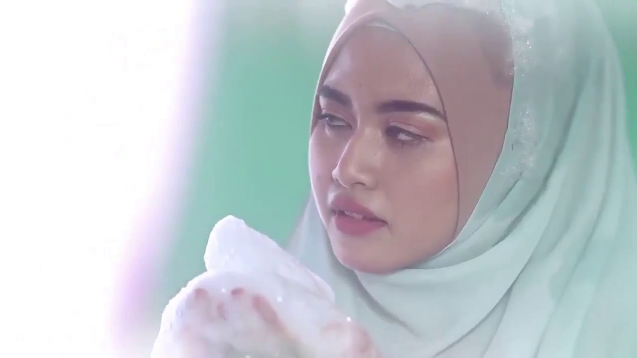 This hilarious ad of a woman showering in hijab is going viral