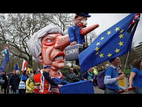 شاهد: احتجاجات عارمة في شوارع لندن للمطالبة باستفتاء جديد على -بريكست-…  - نشر قبل 3 ساعة