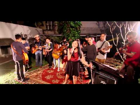 Mocca feat Kelas Mocca  You And Me Against The World  Performance