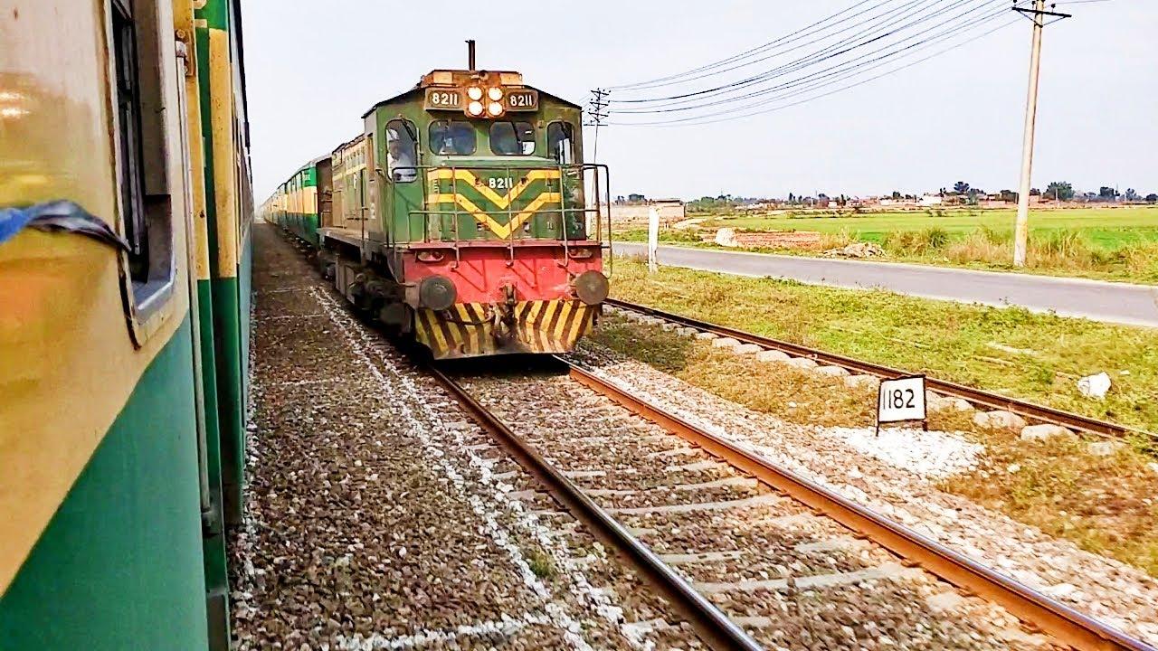 Pakistan Railways:5up Green Line crossing Raiwand Junction & meets 32dn Jinnah Express